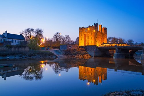 Bunratty castle at night in Co. Clare